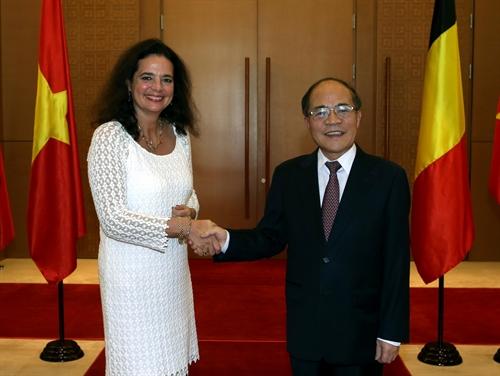 Chủ tịch Quốc hội Nguyễn Sinh Hùng đón và hội đàm với Chủ tịch Thượng viện Vương Quốc Bỉ Christine Defraigne. (Thời sự chiều 03/11/2015)