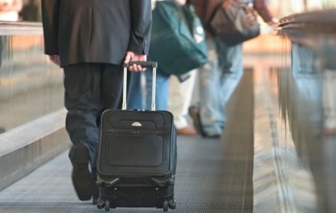 Cán bộ sắp về hưu được cử đi nước ngoài dưới hình thức