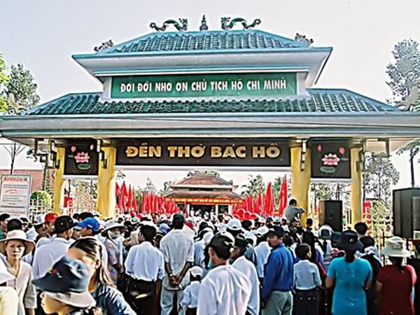 Thời sự sáng ngày 21/02/2015: Hơn 10 nghìn lượt người đến viếng đền thờ Bác Hồ tại huyện Long Mỹ, tỉnh Hậu Giang.