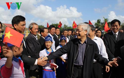 Thời sự trưa ngày 05/02/2015: Tiếp tục chuyến công tác tại Quảng Trị, sáng nay, Tổng Bí thư Nguyễn Phú Trọng làm việc với Ban Thường vụ Tỉnh ủy Quảng Trị về tình hình thực hiện nhiệm vụ kinh tế - xã hội và công tác chuẩn bị Đại hội Đảng các cấp.