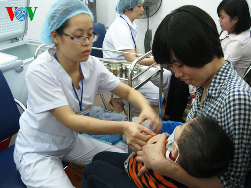 Tiêm phòng vắc xin cho trẻ: Những thách thức đặt ra!