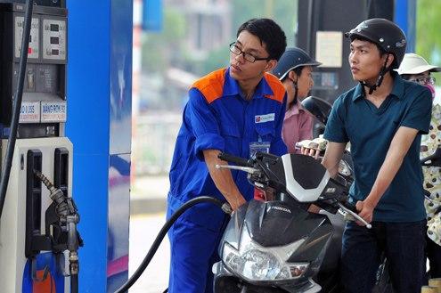 Điều hành giá xăng dầu trong bối cảnh hội nhập: Cần tuân thủ những nguyên tắc cơ bản của thị trường.