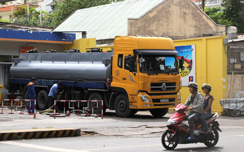 Thời sự đêm ngày 13/4/2015: Bộ Công Thương yêu cầu đầu mối kinh doanh xăng dầu giữ ổn định giá bán xăng dầu.