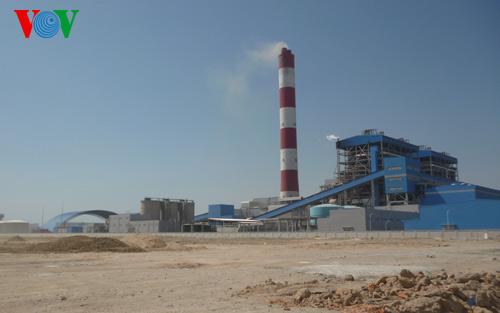 Thời sự đêm ngày 23/4/2015: Tập đoàn điện lực Việt Nam cam kết xử lý, khắc phục triệt để các ảnh hưởng đến môi trường của nhà máy nhiệt điện Vĩnh Tân 2