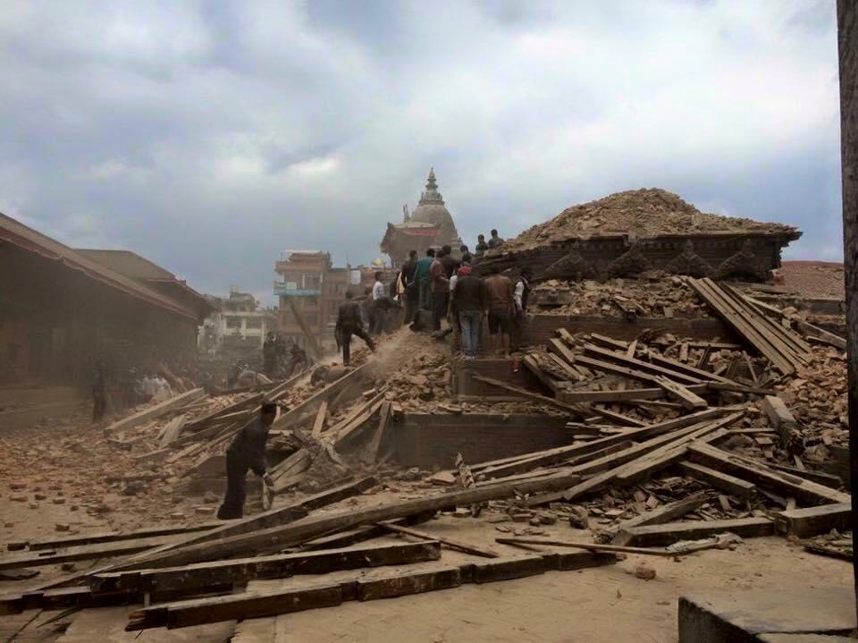 Thời sự đêm ngày 25/4/2015: Số nạn nhân thiệt mạng trong thảm họa động đất tại Nepal tăng lên hơn 800 người.