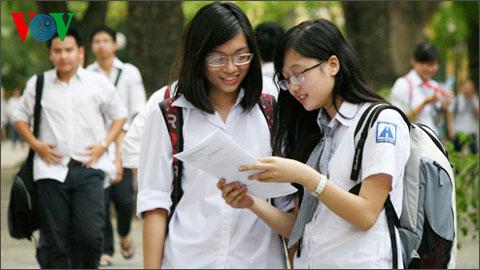 Thời sự đêm ngày 26/4/2015: Bộ Giáo dục và Đào tạo ban hành hướng dẫn tổ chức công tác tuyển sinh đại học, cao đẳng hệ chính quy năm 2015, trong đó có nhiều điểm đáng chú ý.