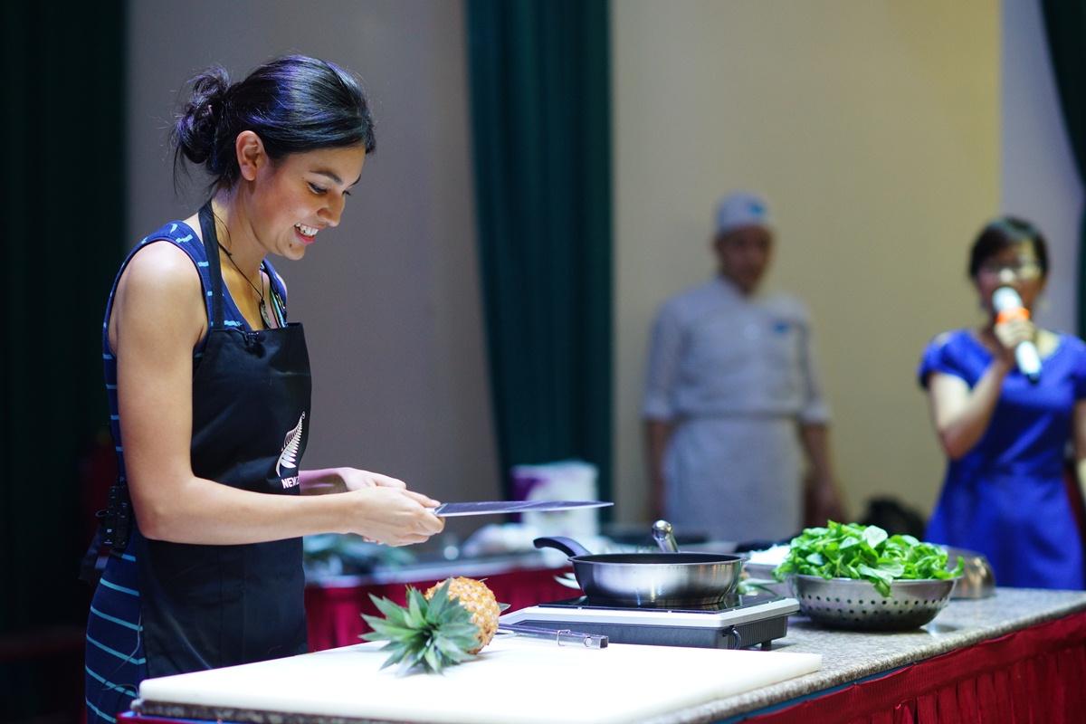 Bạn bè với Việt Nam ngày 11/5/2015: Đầu bếp nổi tiếng Nadia Lim: Kết nối ẩm thực Việt Nam -New Zealand