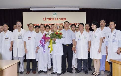 Điểm hẹn 17h ngày 14/5/2015: Bệnh viện Bạch Mai (Hà Nội) cấy hạt phóng xạ điều trị thành công ung thư tuyến tiền liệt.