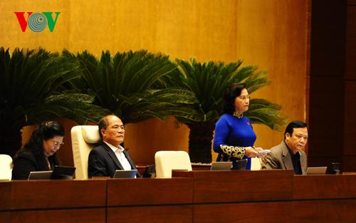 Việt Nam trong tuần ngày 16/5/2015: Nợ công đã tiến sát ngưỡng cho phép.