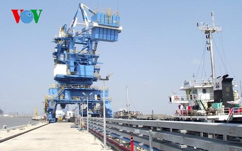 Diễn đàn kinh tế ngày 17/5/2015: Làm gì để cảng biển Việt Nam phát triển xứng đáng với tiềm năng.