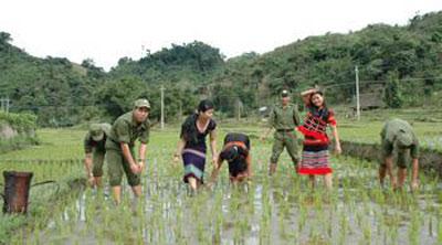 Biên giới xanh ngày 21/5/2015: Bộ đội Biên phòng Lạng Sơn giúp người dân vùng biên phát triển kinh tế.