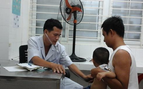 Thời sự đêm ngày 27/5/2015: Nắng nóng gay gắt những ngày qua khiến nhiều bệnh viện Nhi tại các tỉnh miền Trung luôn trong tình trạng quá tải.