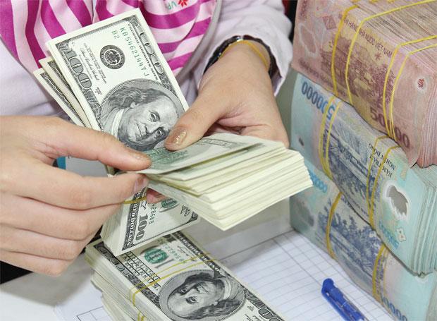 Thời sự đêm ngày 07/5/2015: Ngân hàng Nhà nước công bố điều chỉnh tỷ giá bình quân liên ngân hàng giữa đồng Việt Nam và đôla Mỹ với mức tăng thêm 1%.