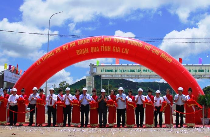 Thời sự chiều ngày 28/6/2015: Thông xe đường Hồ Chí Minh đoạn qua Kon Tum và Gia Lai