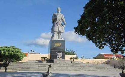 Tượng đài chống giặc ngoại xâm trên đảo Song Tử Tây (Biển đảo Việt Nam ngày 24/7/2015)