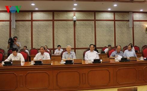 Thời sự đêm ngày 12/8/2015: Bộ Chính trị làm việc với Quân ủy Trung ương về Đại hội Đảng bộ Quân đội lần thứ 10.