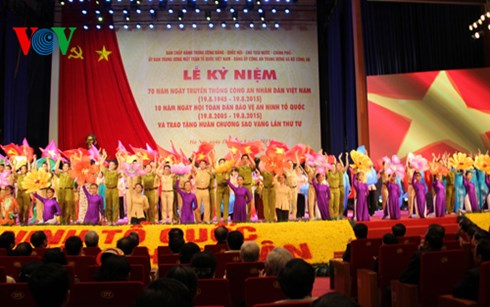 Thời sự trưa ngày 18/8/2015: Mít tinh trọng thể kỷ niệm 70 năm ngày truyền thống Công an nhân dân Việt Nam.