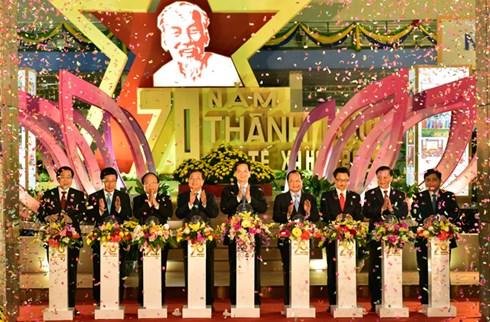 Thủ tướng Nguyễn Tấn Dũng dự khai mạc triển lãm 70 năm thành tựu kinh tế - xã hội
