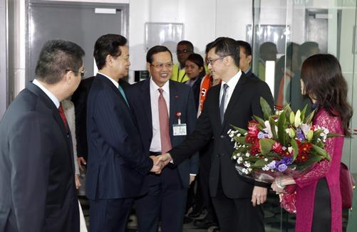 Thời sự đêm ngày 08/8/2015: Chiều nay, Thủ tướng Chính phủ Nguyễn Tấn Dũng đã tới Singapore, bắt đầu chuyến tham dự Lễ kỷ niệm 50 năm Ngày Độc lập của Singapore.