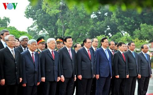 Lãnh đạo Đảng, Nhà nước vào lăng viếng Chủ tịch Hồ Chí Minh và tưởng niệm các Anh hùng liệt sỹ nhân 70 năm Cách mạng tháng Tám thành công và Quốc khánh 2/9.