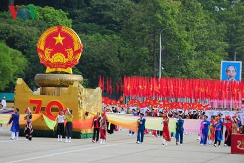 Mít tinh, diễu binh, diễu hành kỷ niệm 70 năm Cách mạng tháng Tám và Quốc khánh 2/9 diễn ra sáng nay tại Hà Nội.