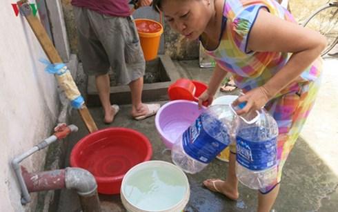 Chất lượng nước sinh hoạt thấp, liên tục xảy ra sự cố vỡ đường ống cung cấp nhưng giá nước sạch tại Hà Nội vẫn được điều chỉnh tăng 20% từ ngày mai.