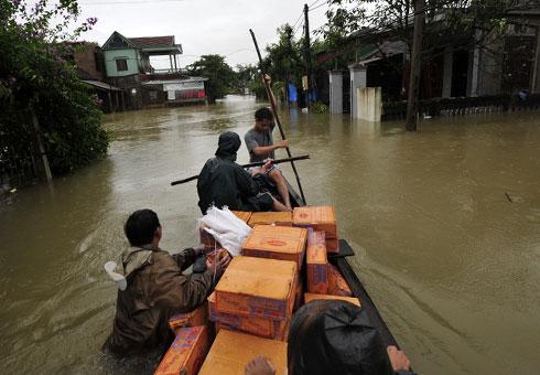 Liên kết các hoạt động thiện nguyện, để tránh chồng chéo, hỗ trợ và tạo sinh kế bền vững cho đồng bào lũ lụt miền Trung (20/10/2016)