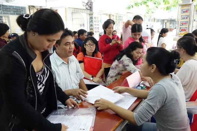 Hàng triệu người dân thành phố Hồ Chí Minh gặp khó khăn trong việc nhập hộ khẩu do những quy định liên quan đến quy định diện tích nhà ở bình quân (24/11/2016)