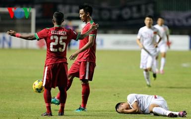 Đội tuyển bóng đá Việt Nam thất bại 1-2 trước đội chủ nhà Indonesia  trong trận bán kết lượt đi giải bóng đá vô địch Đông Nam Á 2016 (Thời sự đêm 3/12/2016)