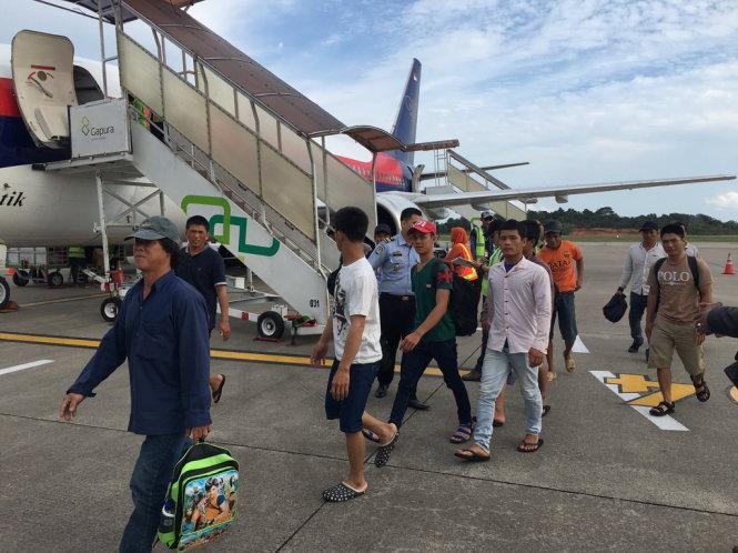 Từ hôm nay đến ngày mai sẽ có 57 ngư dân Việt Nam bị bắt giữ tại Indonesia được trở về nước, dự kiến, trong tháng này, sẽ có 150 ngư dân được trao trả (Thời sự đêm 6/12/2016)