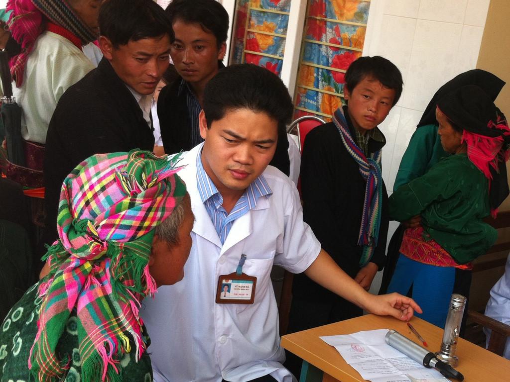 Bác sỹ trẻ tình nguyện và niềm hy vọng của dân nghèo (22/12/2016)