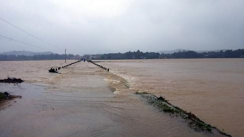 Mưa to liên tiếp  khiến một số con sông lớn ở khu vực Nam Trung bộ nước dâng cao. Bình Định bị thiệt hại nặng nề, 3 người tử vong và hàng nghìn ngôi nhà bị chìm trong nước lũ (Thời sự chiều 1/12/2016)