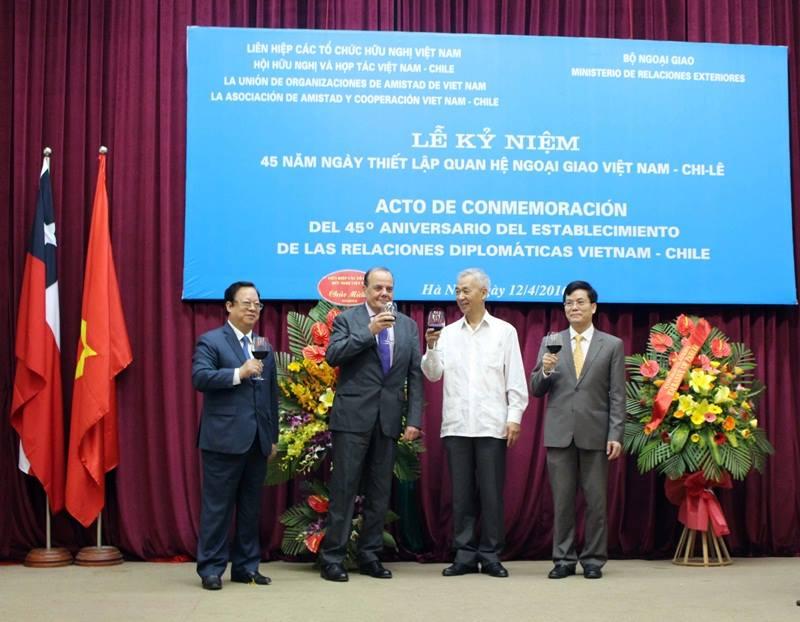Củng cố và phát triển mối quan hệ hợp tác hữu nghị Việt Nam - Chilê (18/4/2016)