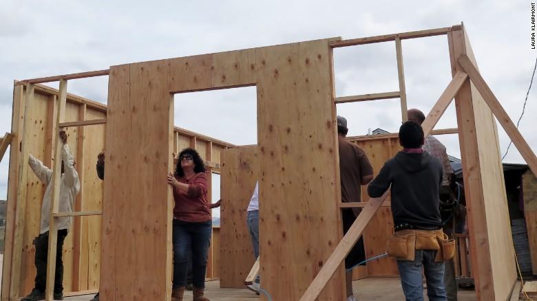 Người phụ nữ Mỹ xây nhà cho người nghèo (30/6/2016)