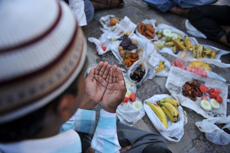 Tháng Ramadan của người Hồi giáo: Nhịn chay sẻ chia với người nghèo. (14/6/2016)