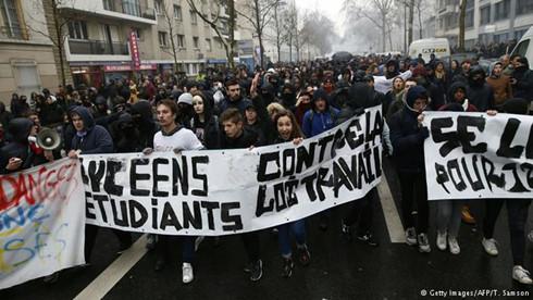 """Chính phủ Pháp có """"chùn bước"""" trước sức ép của người lao động? (2/6/2016)"""