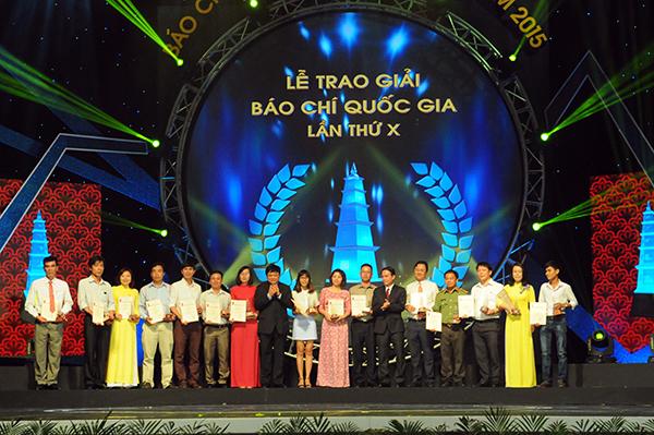Mít tinh kỷ niệm 91 năm ngày Báo chí cách mạng Việt Nam 21/6 và trao giải Báo chí quốc gia lần thứ 10 được tổ chức trang trọng tại thủ đô Hà Nội. (Thời sự đêm 21/6/2016)