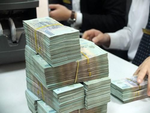 Đến cuối năm 2014, dư nợ Chính phủ ở mức hơn 1,8 triệu tỷ đồng và trong năm này, ngân sách Nhà nước đã phải dành 260.800 tỷ đồng để trả nợ (Thời sự trưa 4/7/2016)
