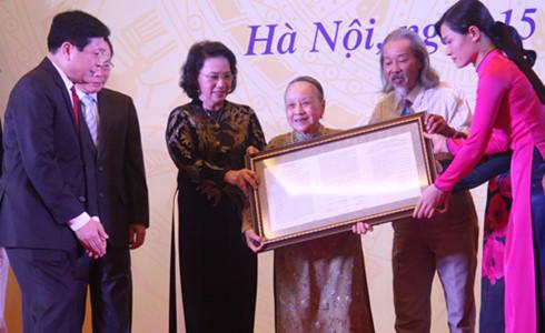 Gia đình cố nhạc sỹ Văn Cao chính thức trao tặng bản quyền tác phẩm Tiến quân ca cho Quốc hội Việt Nam (15/7/2016)