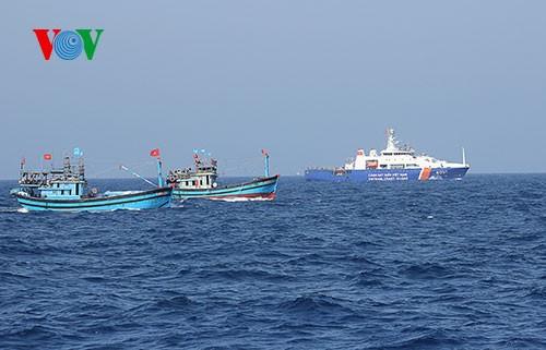 """Ngư dân là """"đồng đội"""" cùng lực lượng chức năng bảo vệ biển (15/8/2016)"""