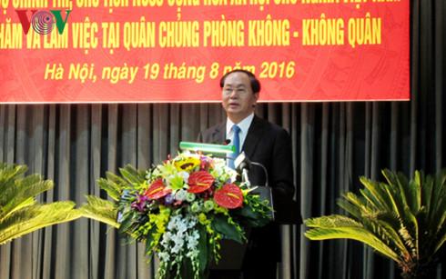 Chủ tịch nước Trần Đại Quang thăm và làm việc với Quân chủng Phòng không - Không quân, nhân kỷ niệm 71 năm Cách mạng tháng Tám và Quốc khánh 2/9 (Thời sự chiều 19/8/2016)