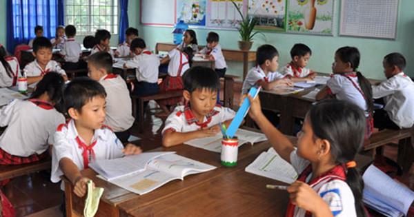 Lạm thu đầu năm học mới vẫn tiếp diễn dù Bộ Giáo dục và Đào tạo đã cấm. Tại thành phố Hồ Chí Minh, có trường yêu cầu phụ huynh nộp tiền cả chục khoản đóng góp (Thời sự trưa 10/9/2016)