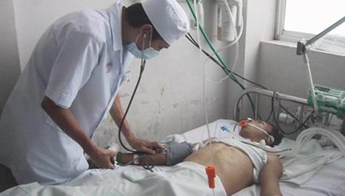 """Một người đàn ông ở Hà Nội sau 4 ngày uống rượu liên tiếp bị ngộ độc và tử vong: Người Việt có cần thay đổi """"nét văn hóa"""" không đẹp này hay không? (6/1/2017)"""