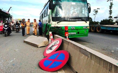 Ngày đầu tiên năm 2017, toàn quốc xảy ra 34 vụ tai nạn giao thông, làm chết 33 người  (Thời sự đêm 01/01/2017)