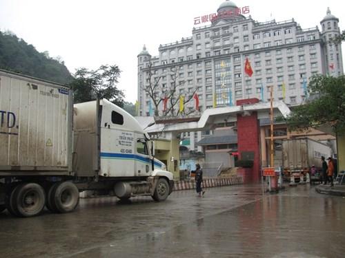 Nỗi lo ùn tắc nông sản ở cửa khẩu Tân Thanh (24/01/2017)