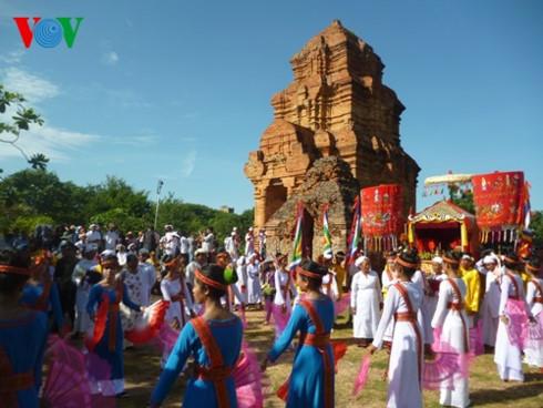 Katê: Lễ hội văn hóa lớn của người Chăm Bà la môn (19/10/2017)