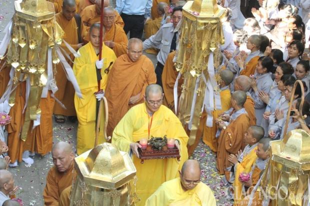 Phụng sự chúng sinh cúng dường chư Phật (26/10/2017)