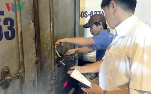 Vì sao Thành phố Hồ Chí Minh để cho thịt lợn không đầy đủ thông tin truy xuất, được phép nhập chợ đầu mối (17/10/2017)