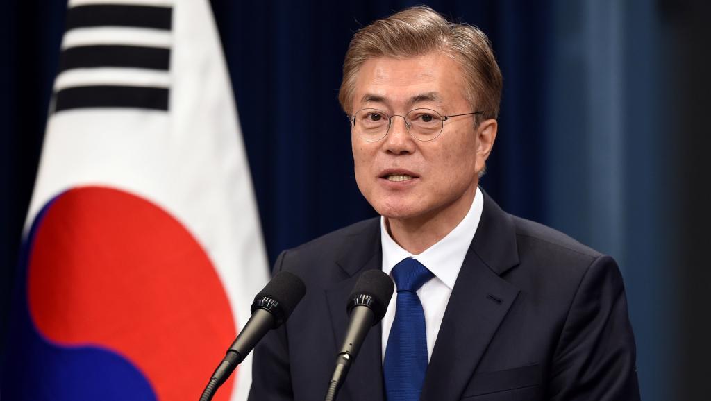 Tổng thống Hàn Quốc Moon Jae-in đã quyết định viện trợ 1 triệu đô la để  giúp Việt Nam khắc phục hậu quả cơn bão số 12 (Thời sự trưa 10/11/2017)