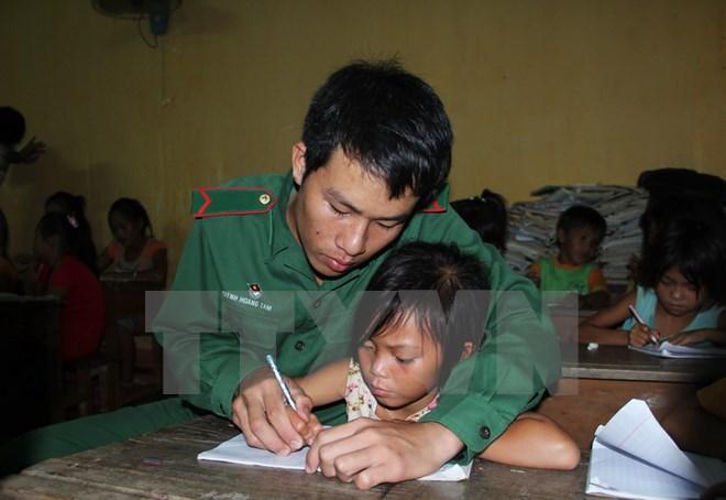 Nỗ lực của những thầy giáo quân hàm xanh trong sự nghiệp gieo chữ nơi biên giới (16/11/2017)
